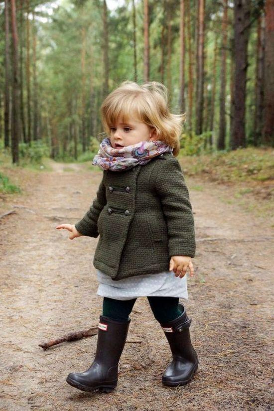 Короткое пальто цвета хаки