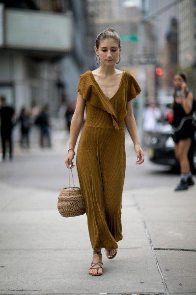 Горчичное платье Street Style