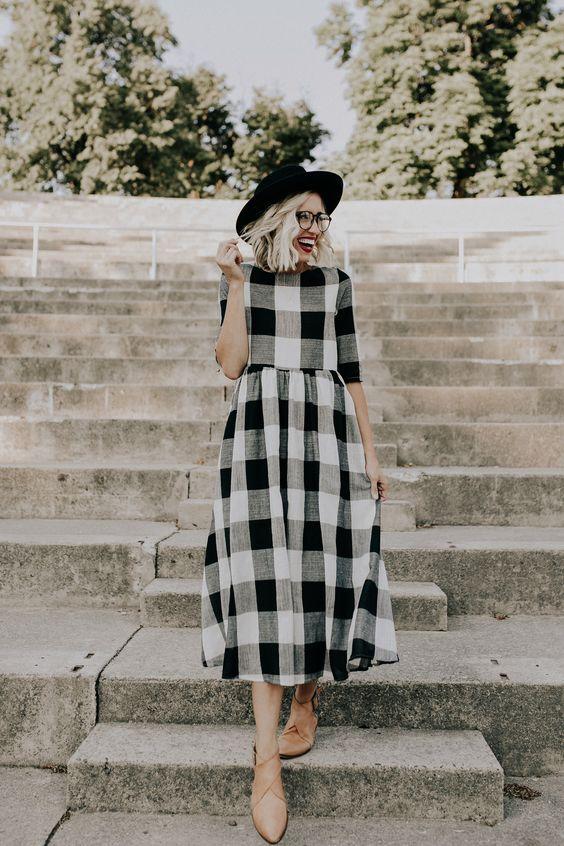 Платье в черно-белую клетку Street Style