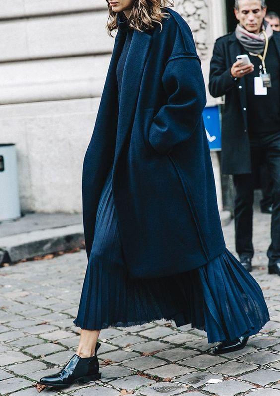 Длинное синее платье Street Style