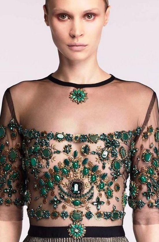 Платье расшитое камнями