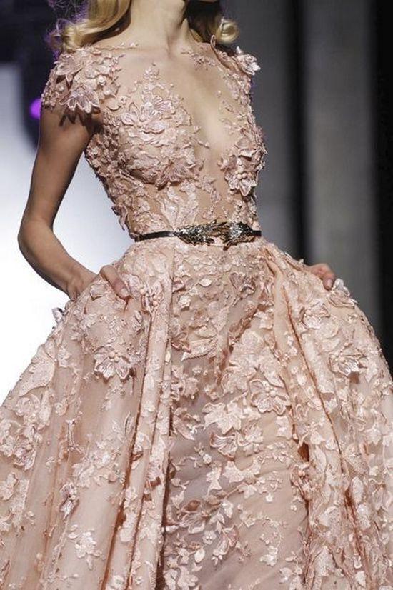 Розовое платье в 3D