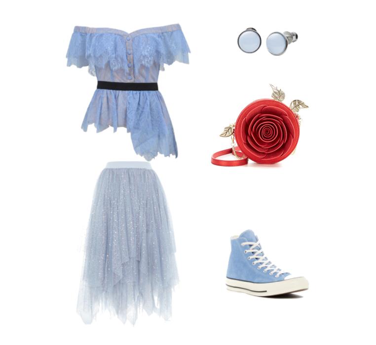 Голубой топ в романтическом стиле с кедами