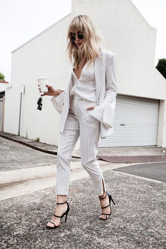 Костюмы, рубашки, брюки белого цвета