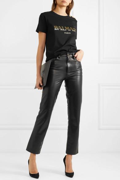 Кожаные брюки черная футболка