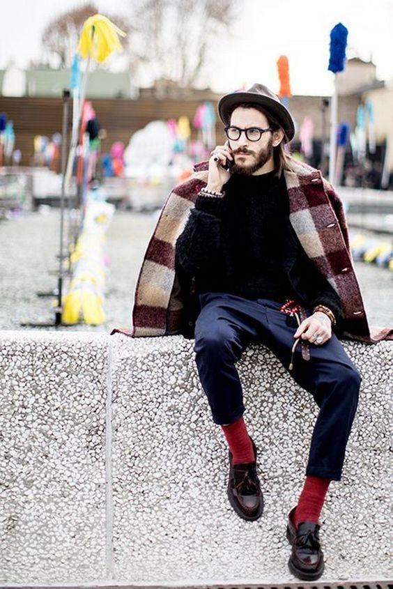 красные носки в классическом стиле