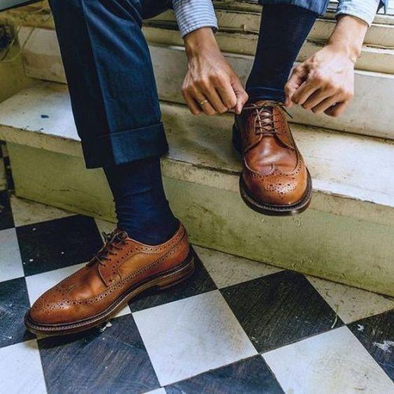 синие носки и туфли