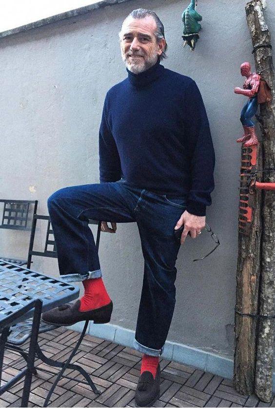 красные носки образ