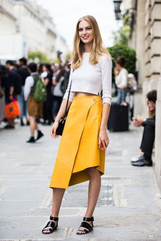 ассиметричная желтая кожаная юбка