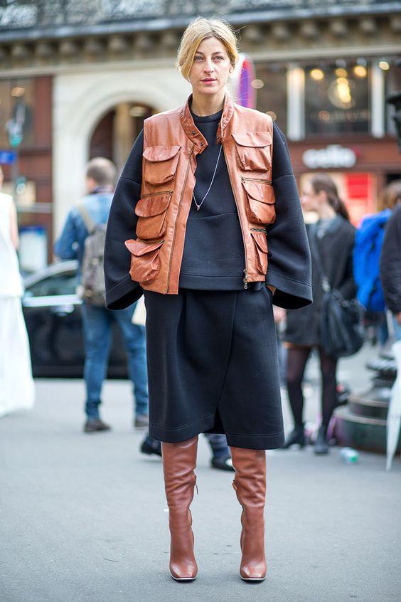 трикотажная юбка в вырезом и жилетка с накладными карманами