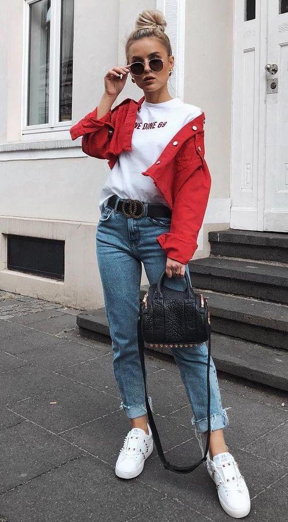 С чем носить красную джинсовую куртку?