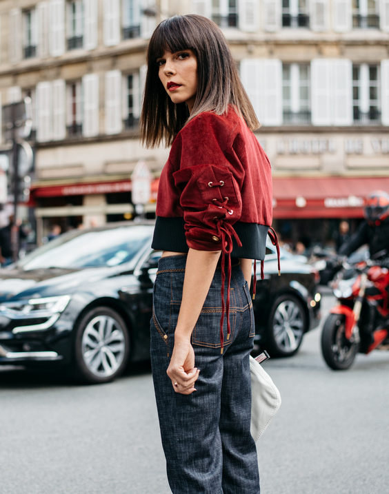 С чем носить красную короткую куртку?