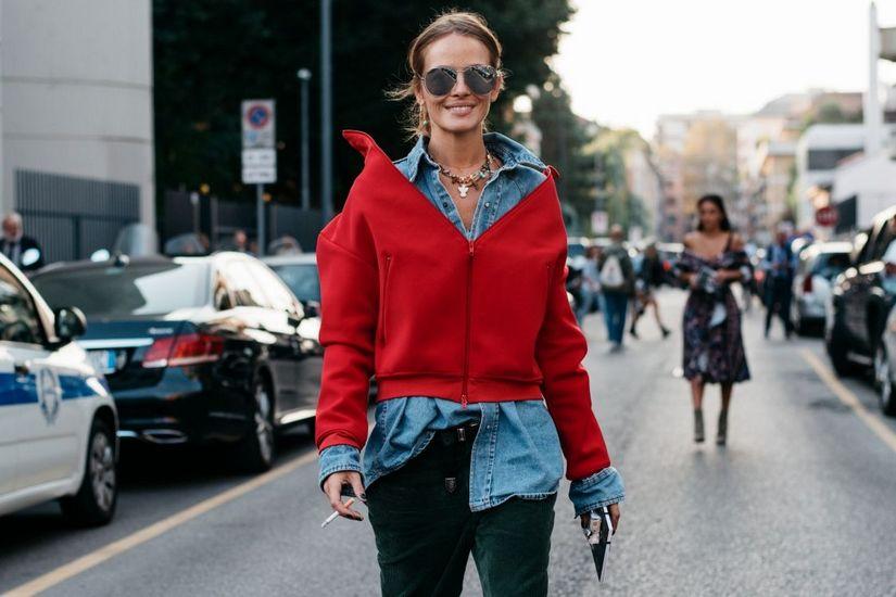 С чем носить красную куртку весной?