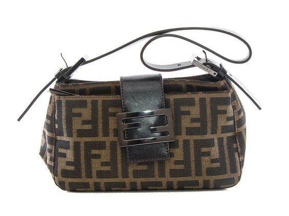Культовая сумка-багет от Fendi