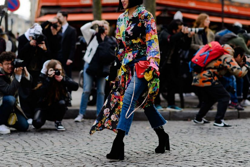 Платье с джинсами: как носить?