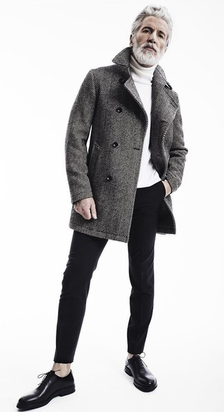 Серое пальто в елочку, черные хлопковые брюки