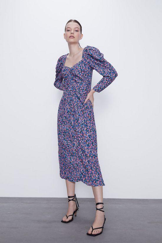 Платье с цветочным принтом и объемными рукавами