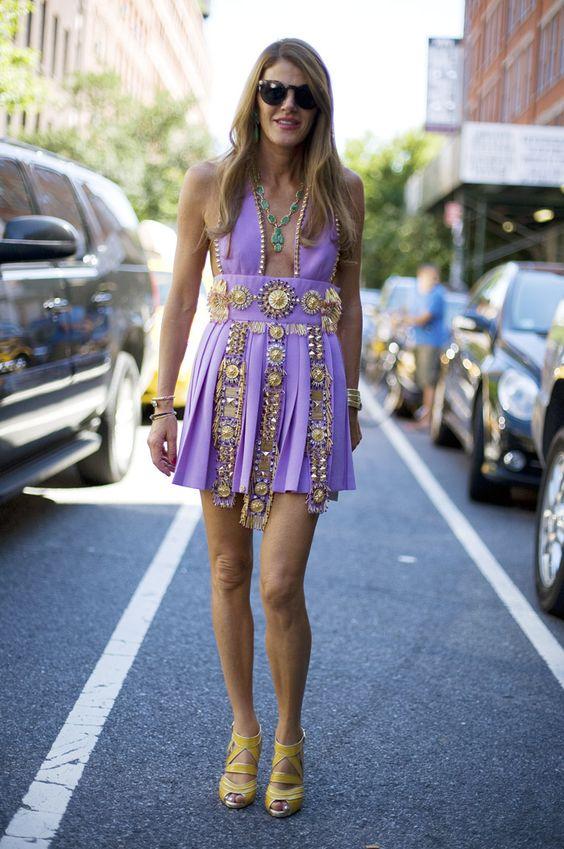 Анны Делло Руссо в фиолетовом коротком платье