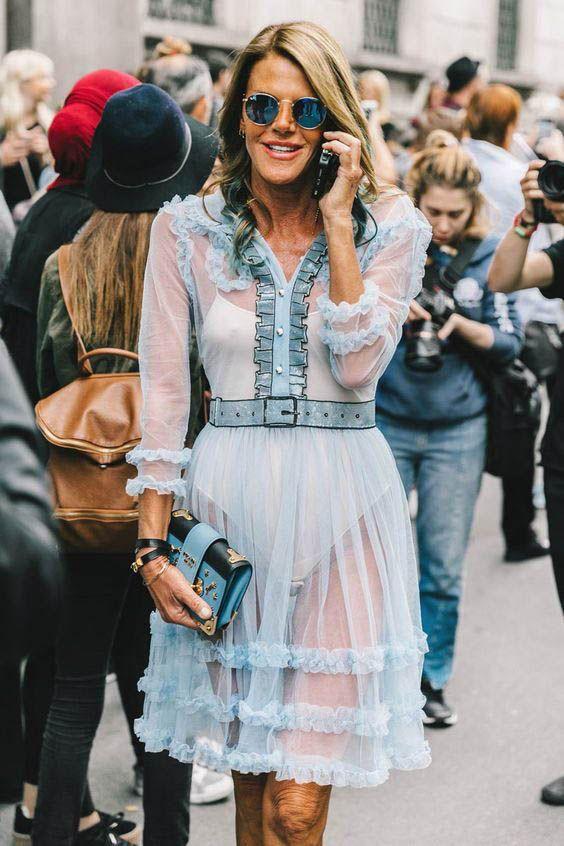 прозрачное голубое платье с оборками