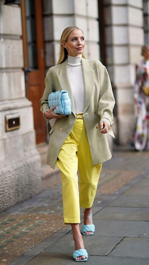 Желтый цвет в колор блоке с голубым